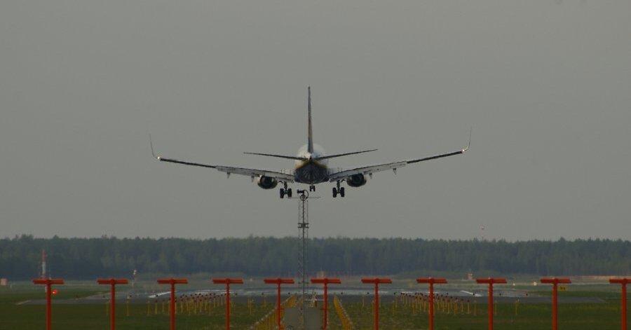 СМИ: В Канаде три человека пострадали в самолёте из-за турбулентности