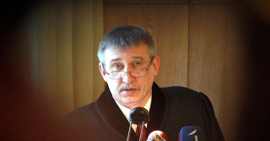 Министр юстиции предложит уволить главу НСЭСМИ