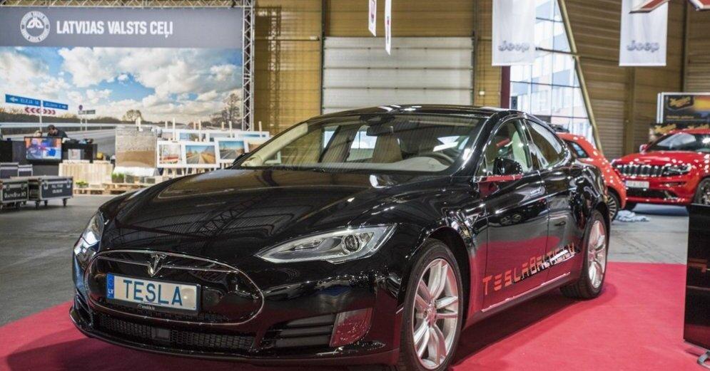 Tesla обязывает владельцев автомобилей скрывать данные о поломках машин