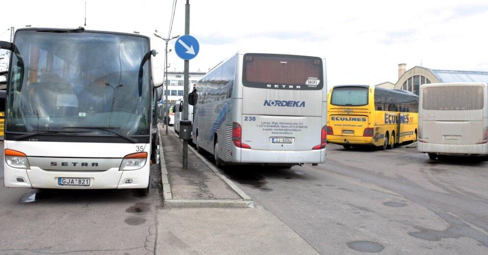 Риск заразиться Covid-19 - просят отозваться пассажиров автобуса Рига-Даугавпилс