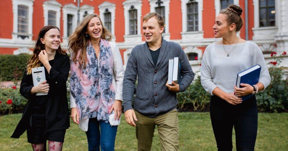 Латвия тратит на образование больше всех в ЕС, а зарплаты педагогов в Латвии самые низкие