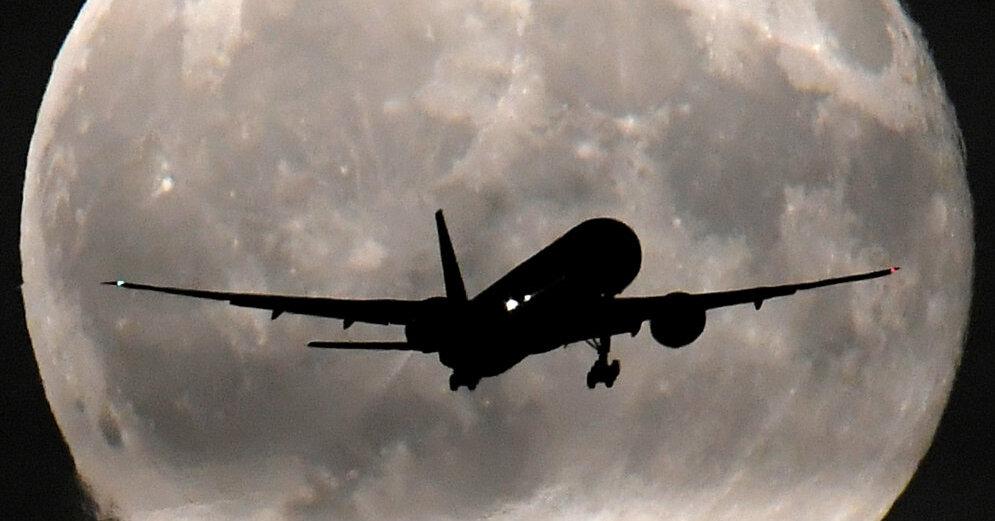 Самолет из Парижа на одном двигателе сел в Екатеринбурге