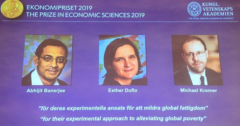 Трое ученых разделили Нобелевскую премию по экономике 2019 года за экспериментальный подход к борьбе с бедностью