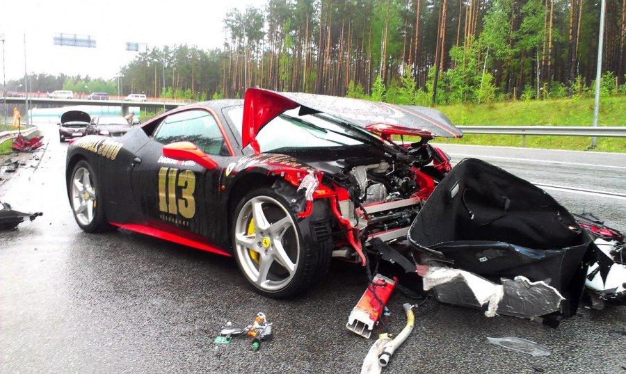 Sešas bagāto cilvēku autoavārijas Latvijā