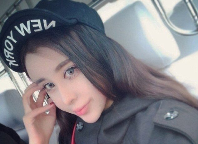 Ķīniešu meitene sakropļo seju un kļūst par sociālo tīklu zvaigzni