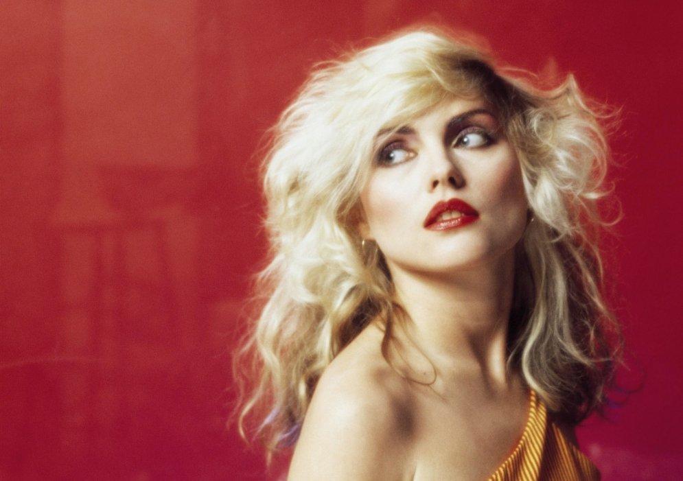Pasaules galvenā blondīne Debija Harija kļuvusi 70 gadus veca