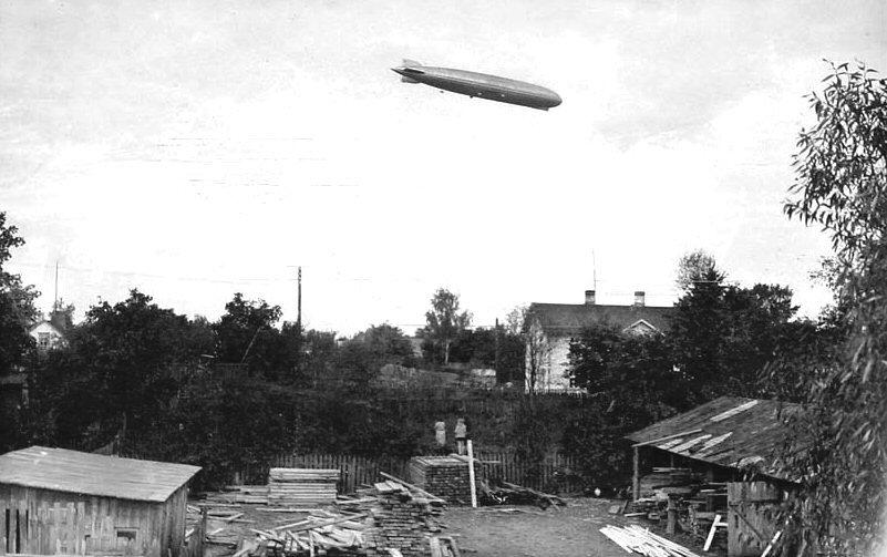"""Уникальные архивные фото: самый большой дирижабль """"Граф Цеппелин"""" над Ригой"""
