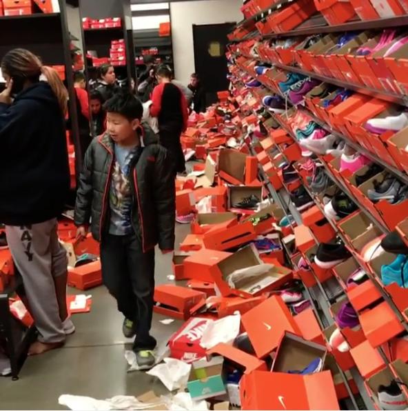 5. По его словам, оранжевые коробки валялись везде, а люди просто ходили и  пинали их ногами. 9af3280caf1