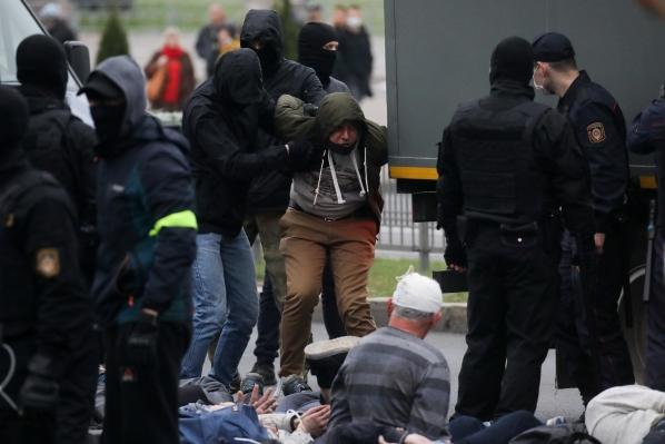 baltkrievija, policija pret opozīcijas protestētājiem
