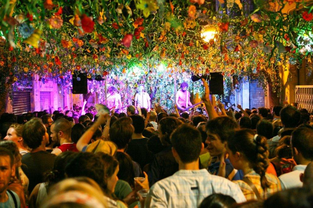 Aizmirsti par 'selfiju' pie Eifeļa: Labākie ballīšu tūrisma galamērķi