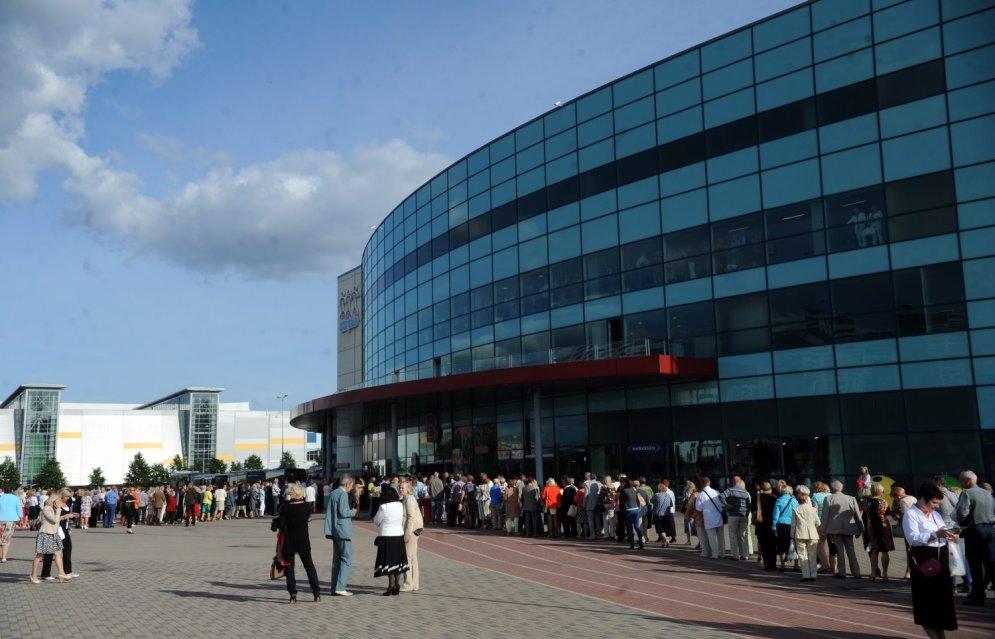 Rīgā ienāk 'Pizza Hut': Sāk veidoties pirmās rindas un pat gājieni