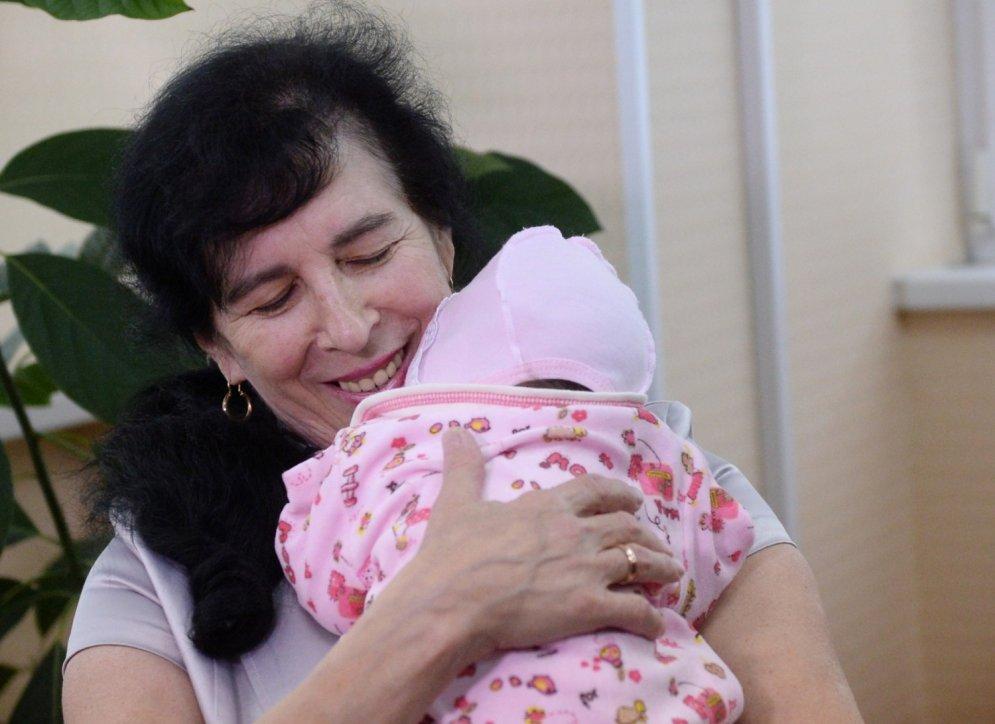 Krievijā vecākā māmiņa Gaļina dzemdējusi 62 gados
