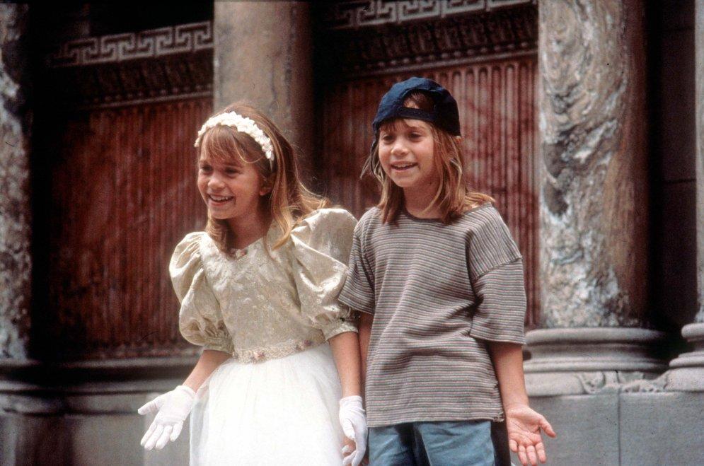 Kā izaug bērnu zvaigznes: dvīnītēm Olsenām – 30