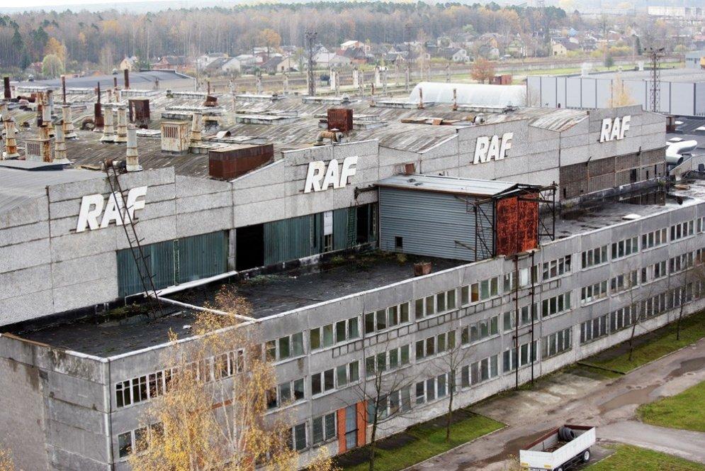 Leģendārās rūpnīcas 'RAF' spozme un bankrots