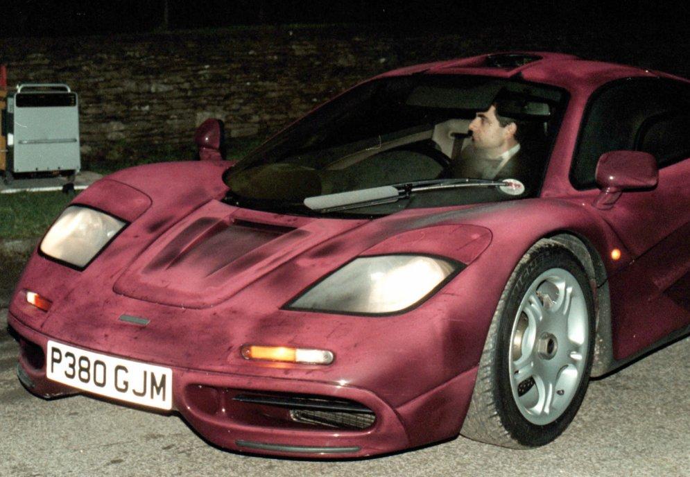 Slavenību sasistās automašīnas - smieklīgi, neveikli un veiksmīgi