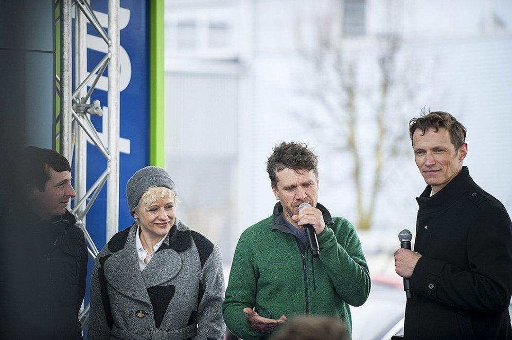 Sabiedrībā pazīstami cilvēki pirmie Latvijā testē unikālu dīzeļdegvielu pasaulē