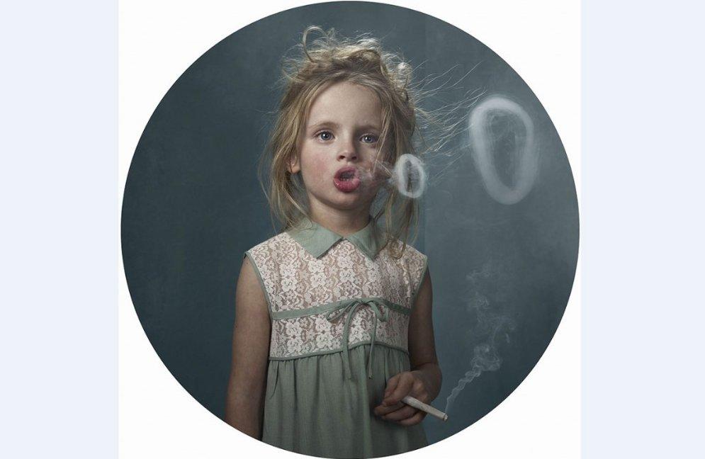 Smēķējoši bērni – mūsdienu realitāte fotogrāfa acīm